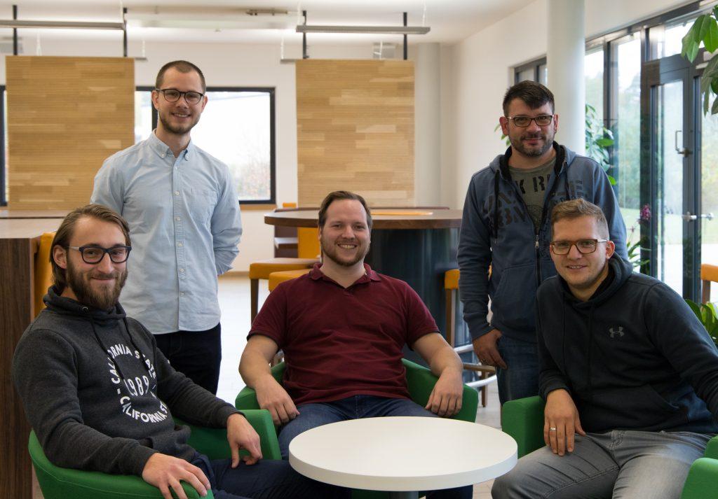 Fünf Wiesauer Wirtschaftsinformatiker starten bei Speed4Trade